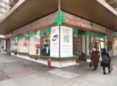 Vitrine de la pharmacie populaire Mont-blanc